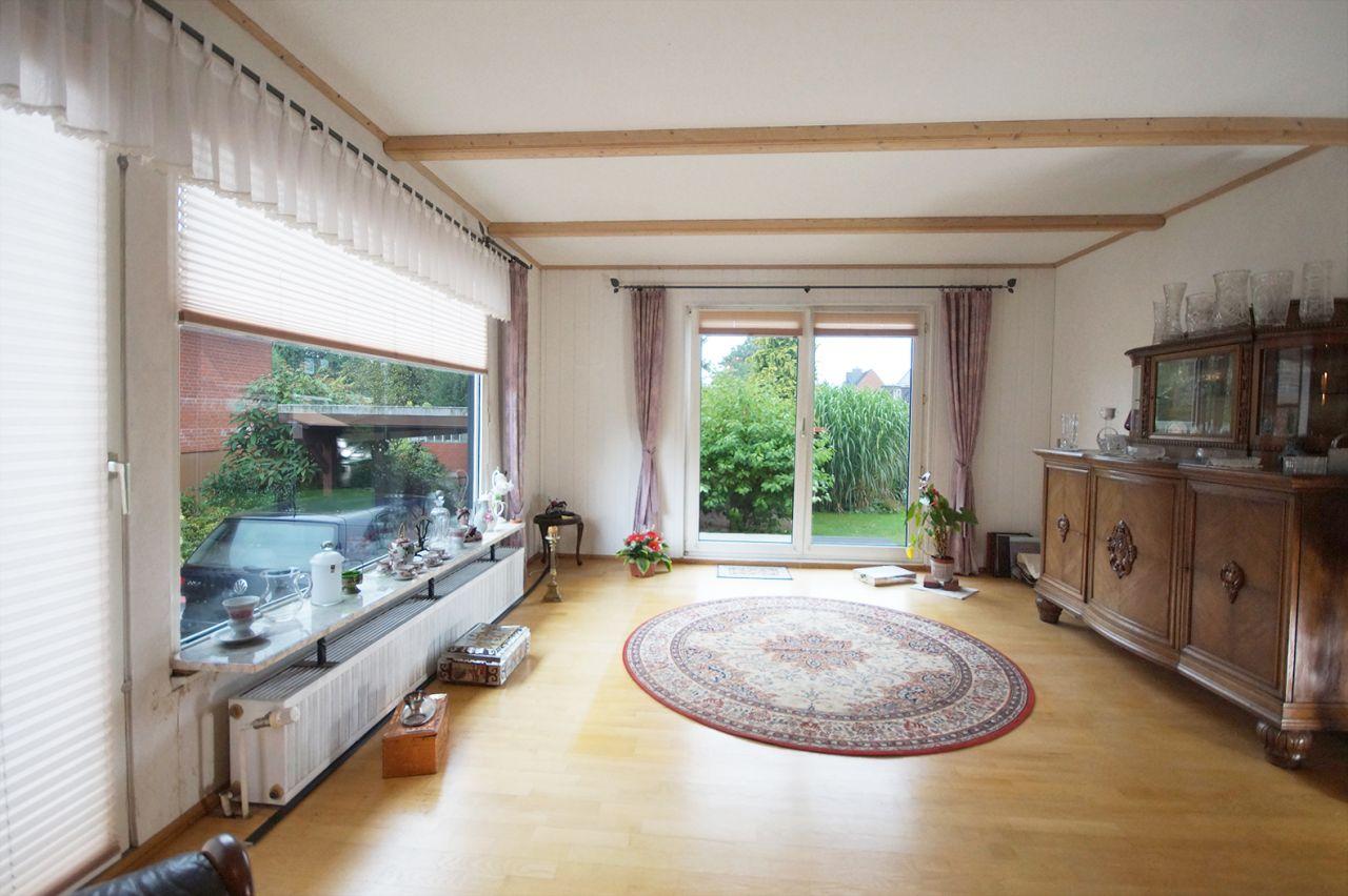 gepflegtes einfamilienhaus in zentraler lage mit. Black Bedroom Furniture Sets. Home Design Ideas