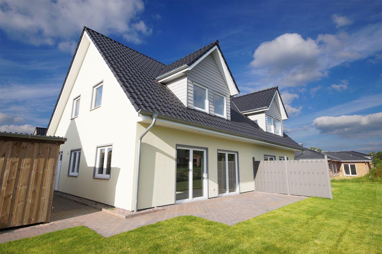 letzte m glichkeit drei sind bereits verkauft sch ner norden immobilien. Black Bedroom Furniture Sets. Home Design Ideas