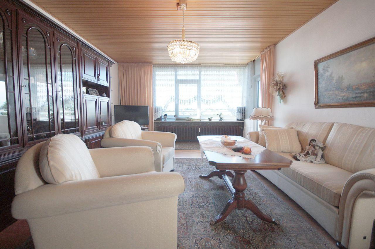 gepflegte etw mit gro z gigem grundriss sch ner norden. Black Bedroom Furniture Sets. Home Design Ideas
